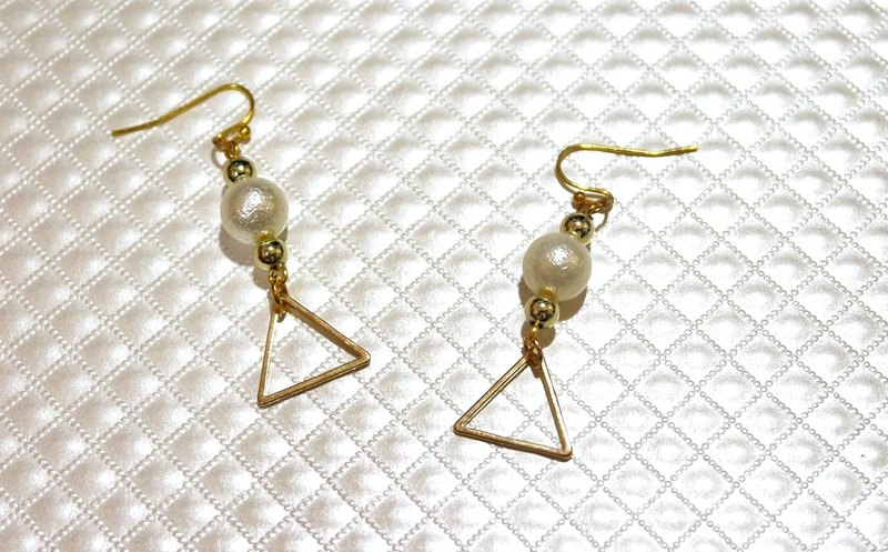 Alloy * white edge * _ hook-type earring ➪ limit X1
