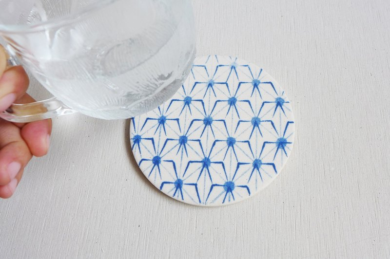 Japan [surprised] Li Feng Tang instant dry coaster - small Gui Astral diatomaceous earth diatomite instant water droplets bead inhibit bacterial gift