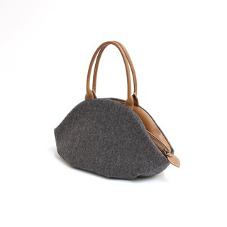 Herringbone pattern · almond bag