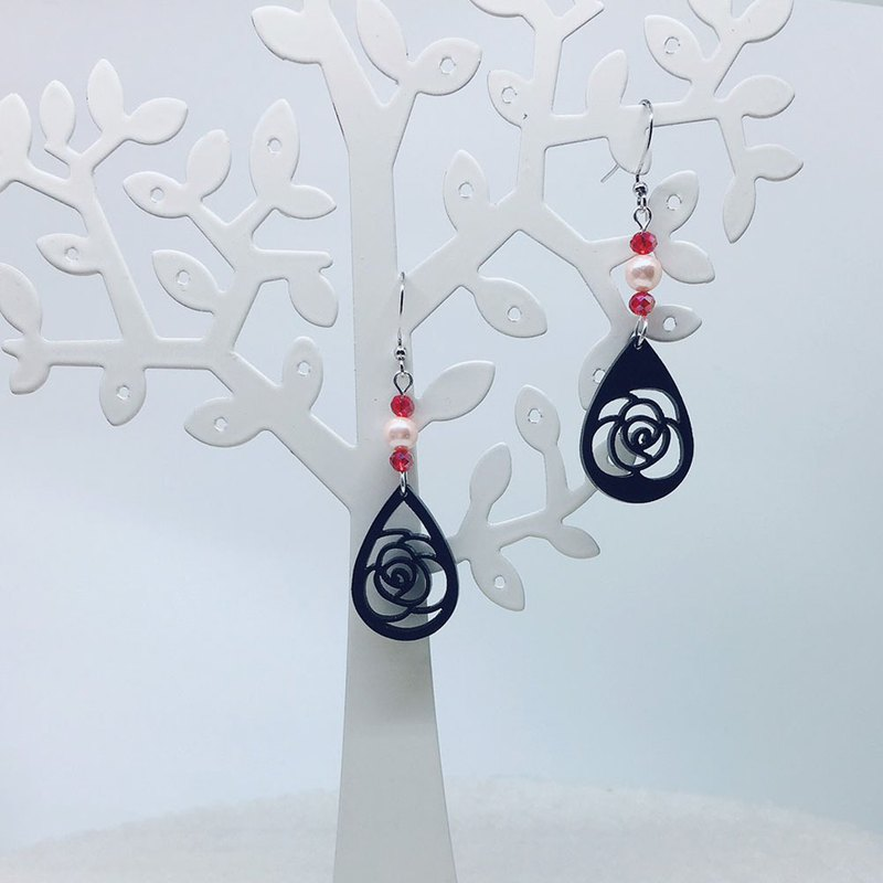 FOX Garden-BELIEVE Rose Asymmetric Earrings