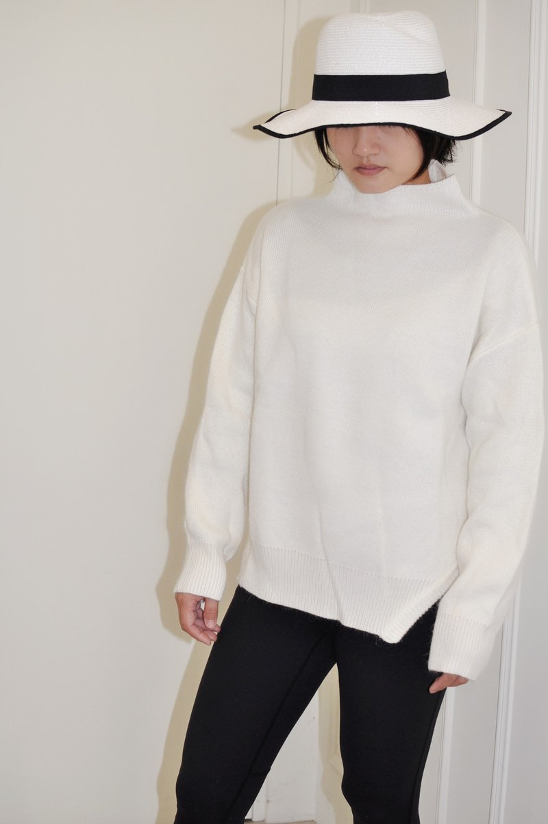 Flat 135 X Taiwan Designer Series Comfortable Wool Composition Stand Collar Top White Knit Top