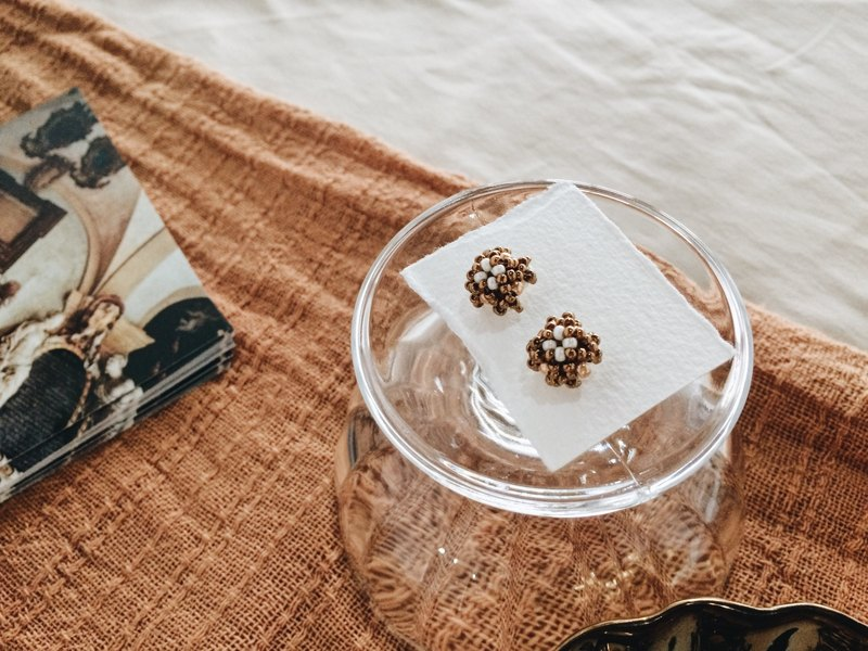 Muffins beaded stainless steel studs