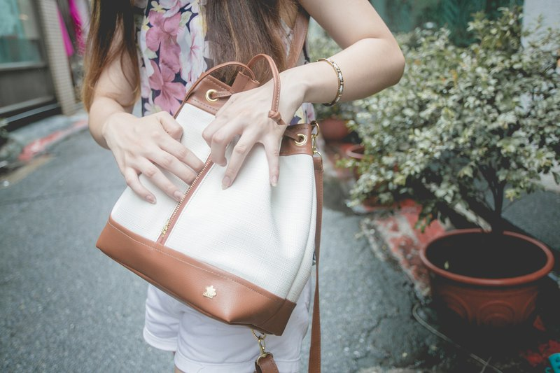 CLM Classic Bucket Bag_Milk Candy