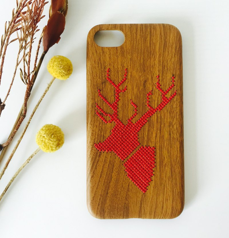 Yuansen hand made original handmade embroidery mobile phone shell strolling the forest Christmas elk