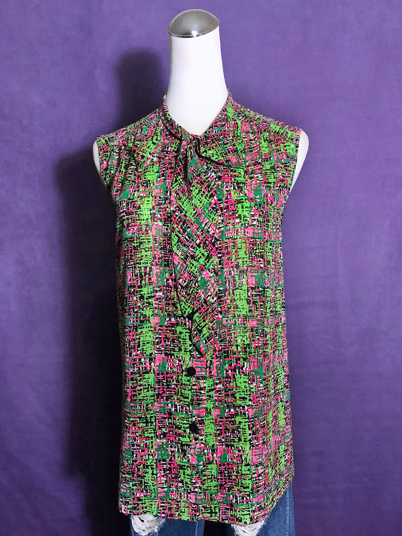 Plaid bow tie sleeveless vintage shirt / abroad brought back VINTAGE