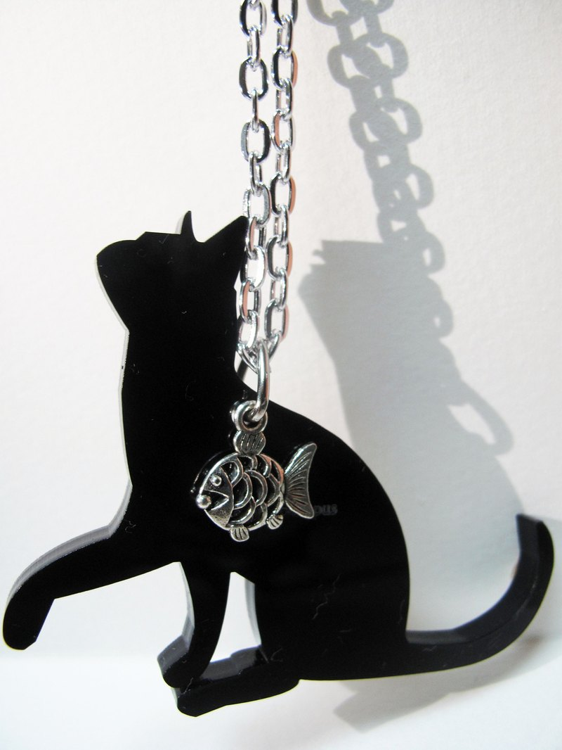 ▲ cats love fish (like a baby cat) ▲ necklace / keychain