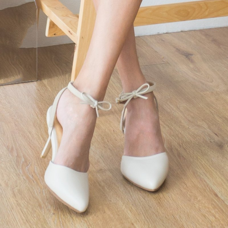 Leather Heel Pointed Stilettos Removable Bow Rubber sole Cream