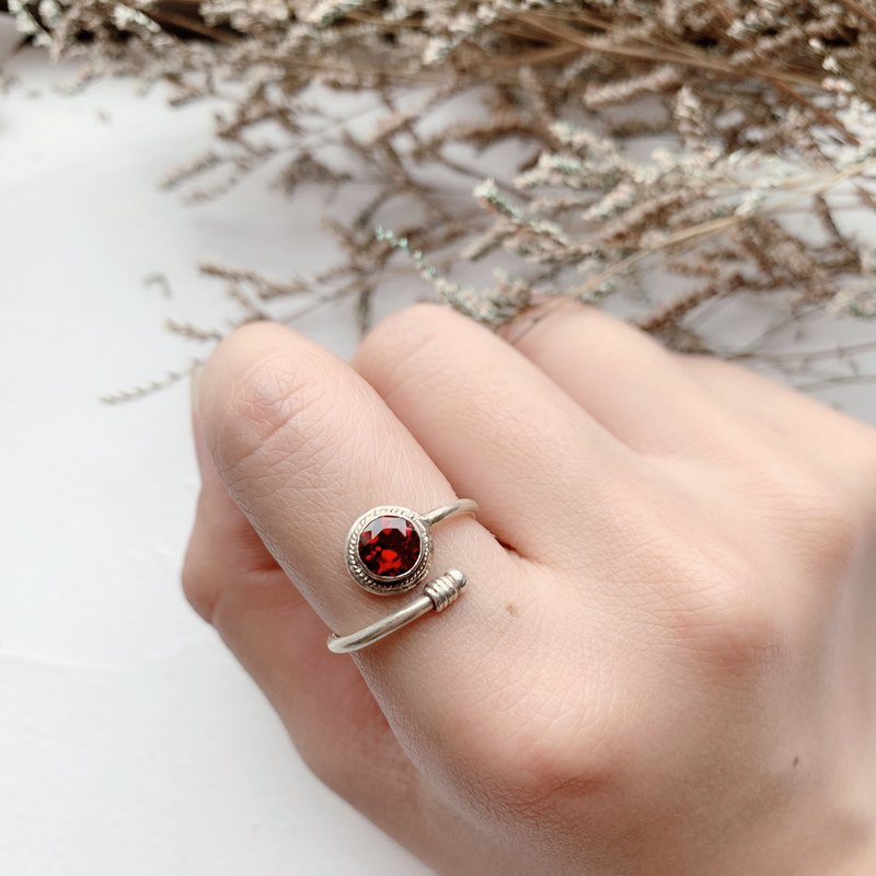 Garnet 925 sterling silver simple rendezvous ring Nepal handmade silverware