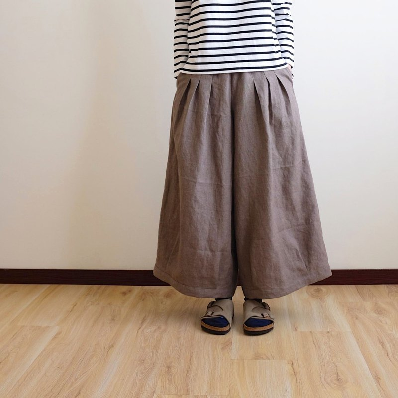 Everyday hand made clothes, playful girl, retro mocha, pleated wide pants, linen