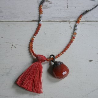 OMAKE gemstone fringed long necklace / orange. Red line