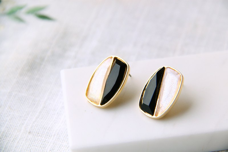 Retro two-color cut gemstone - black and white ear earrings (pair) [changeable ear clip]