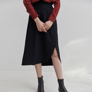 Black three-dimensional cut wool material skirt irregular arc hem skirt foundation small black skirt