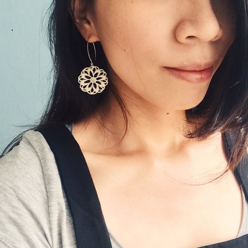 Great circle flower - silver earrings (one pair)