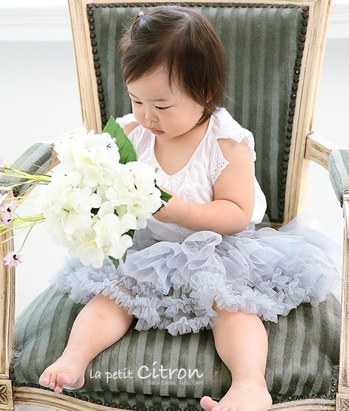 Low-key, elegant light gray dress suitable for elegant little Princess M