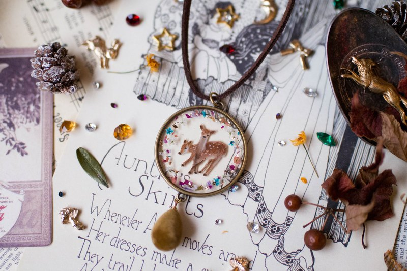 Christmas Eve Deer Dry Flower Gold Foil Hand-painted Forest Animal Resin Necklace