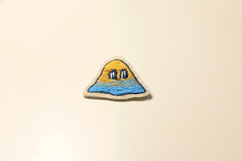Hand embroidery pin _ edge muddy