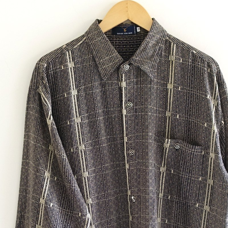│Slowly│Magazine - Vintage shirt │vintage. Vintage. Art. Made in Italy