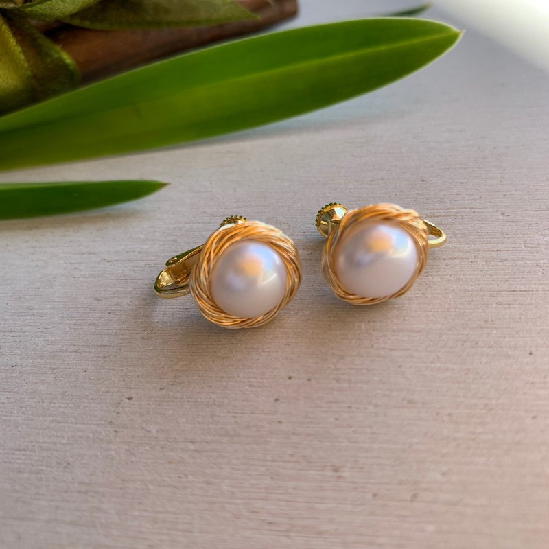 Natural freshwater pearl 14k gold-plated pearl ear clip