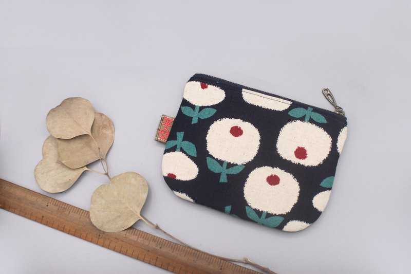 Peaceful little music bag - small red dot white flower (dark blue), double-sided two-color Japanese cotton and linen small wallet