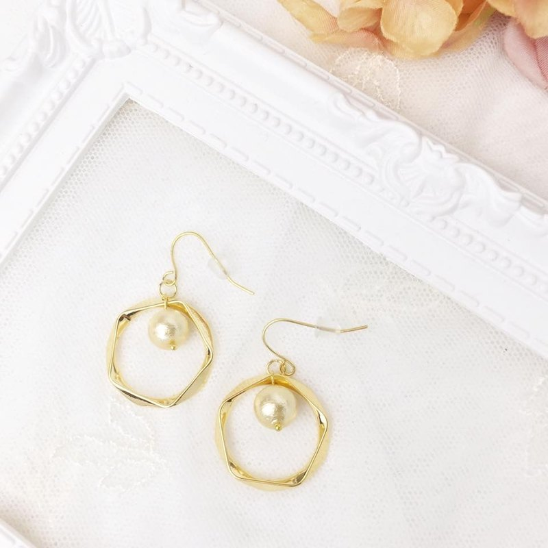 Golden Ring with Cotton Pearl Earrings