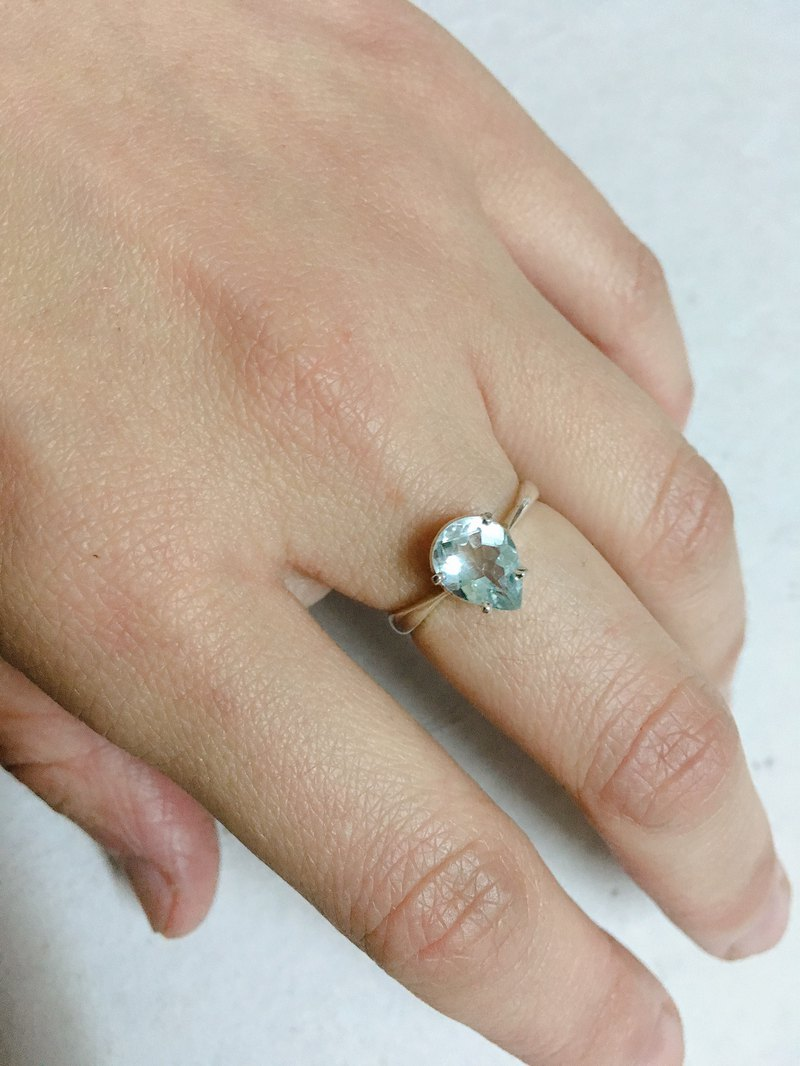 Aquamarine Finger Ring Handmade in Nepal 92.5% Silver