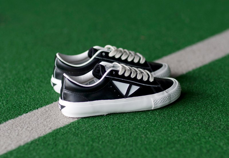 TOUCH GROUND VINTAGE TRIANGLE SNEAKERS BLACK WHITE P00000BZ