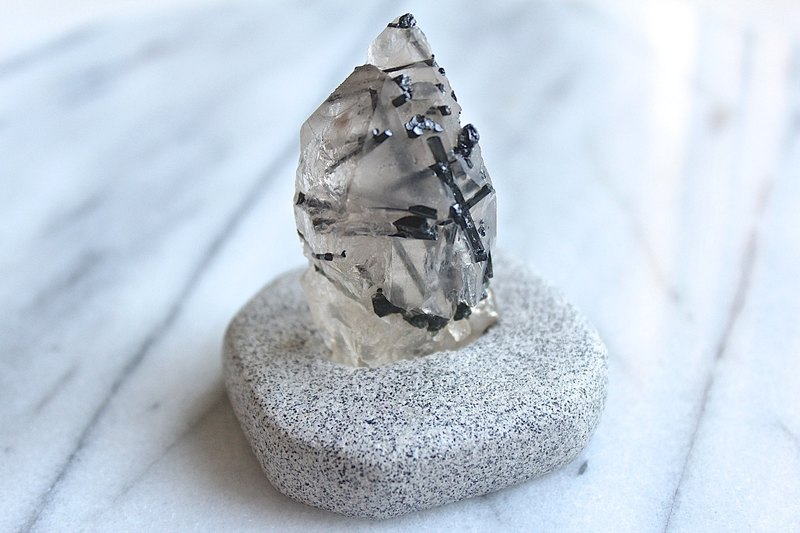 Stone planted SHIZAI ▲ white needle crystal black tourmaline symbiotic ore (with stand) ▲