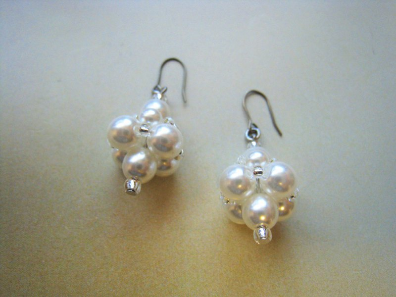 Silky Pearl Pierced Earrings / M : White Bridal*