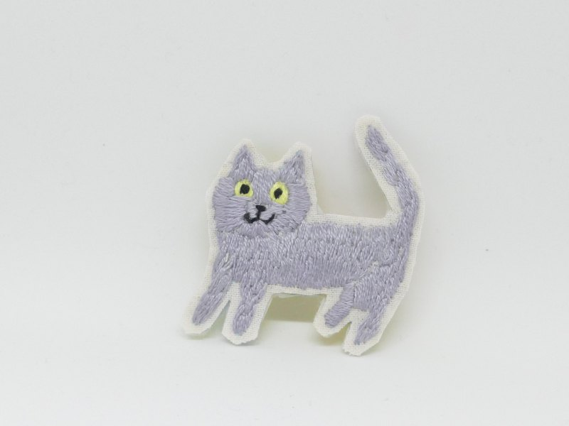 Embroidery brooch silver cat