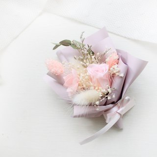 French romantic flowers and small bouquets · Elegant pink roses classic flower ceremony