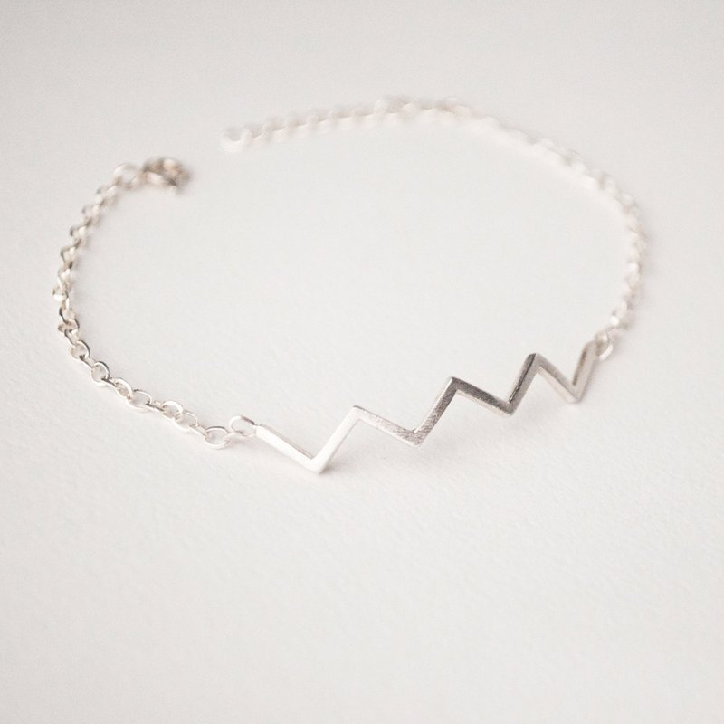 Triangular bracelet length