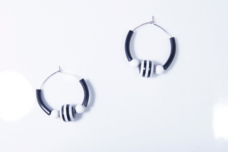 Striped geometry black and white sterling silver earrings