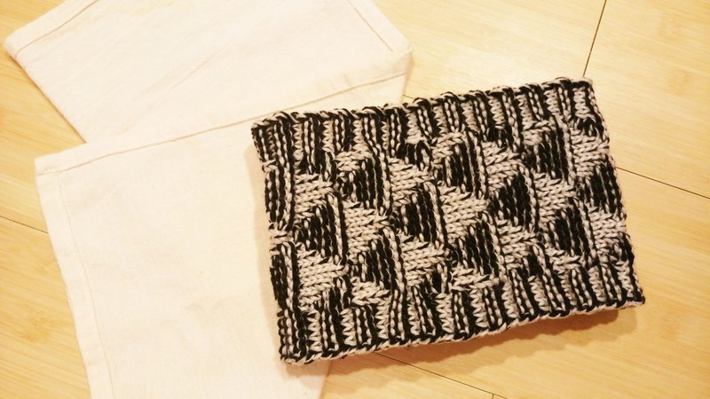 Lan hand-made knit headband triangle weave (black and white)