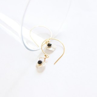 Pearl shell Jane earrings / KESHI pearl earring