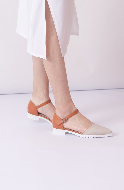 Apricots hit color white bottom pointed leather sandals