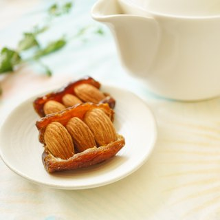 Dates hold top US almonds DATE & ALMOND
