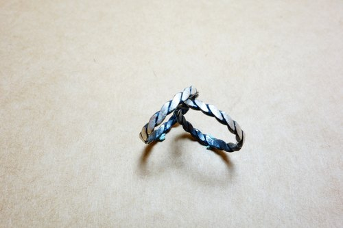 Sterling silver rope black and white rings linger a 1200 yuan