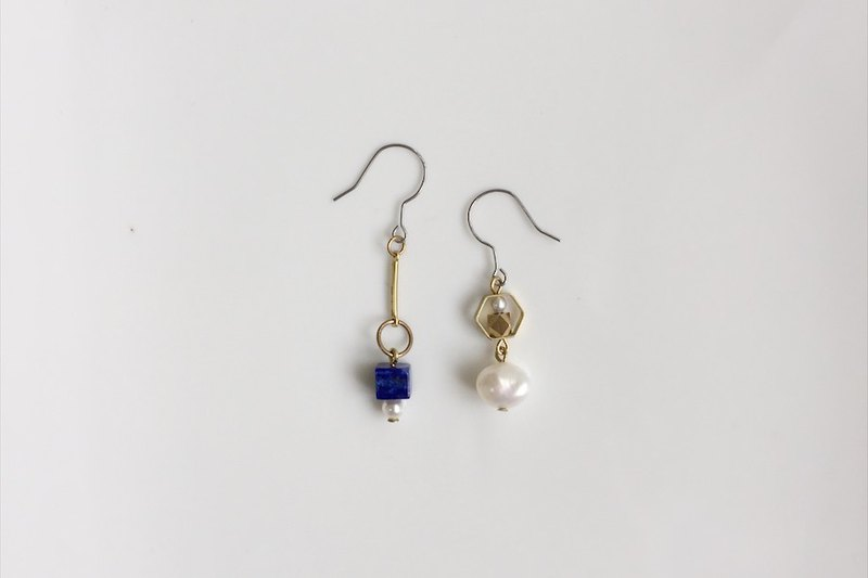 In this era asymmetrical brass pearl earrings